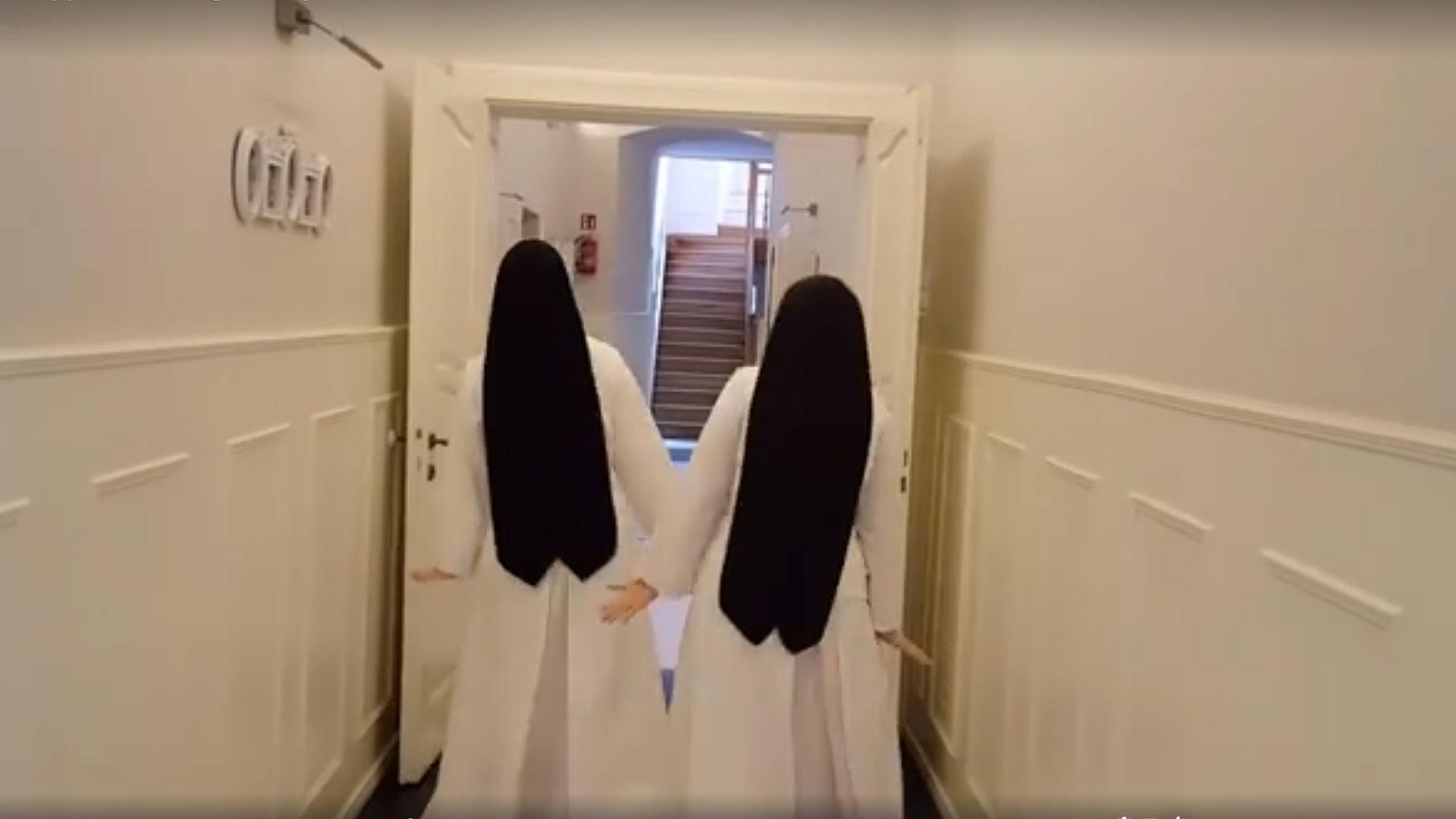 Siostry świętują Dzień Pingwinów i podbijają internet